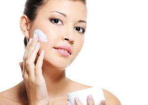 Kem dưỡng ẩm có tác dụng dưỡng ẩm cho da khô