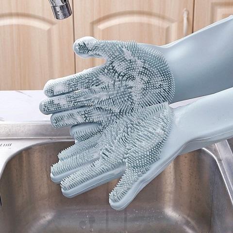 Kiểm tra độ dày của găng tay rửa bát