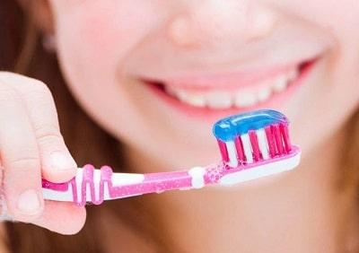 kem đánh răng cho bé 1