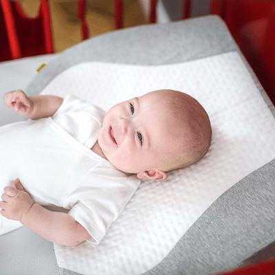 gối chống trào ngược cho bé