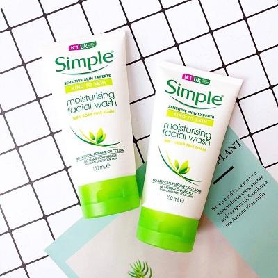 Sữa rửa mặt Simple cho da khô Kind To Skin Moisturising Facial Wash