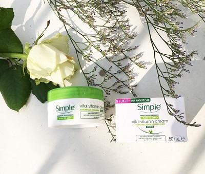 kem-duong-am-cho-nam-simple-kind-to-skin-vital-vitamin