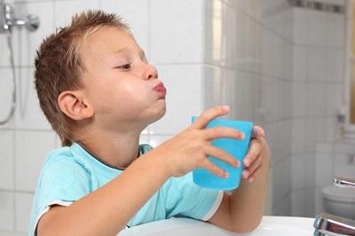 nước súc miệng cho bé